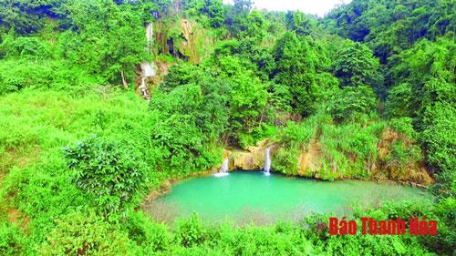 Thác Đẹn, xã Thành Yên (Thạch Thành) với hang động, thác nước hoang sơ ẩn mình giữa đại ngàn. Ảnh: Mai Hương