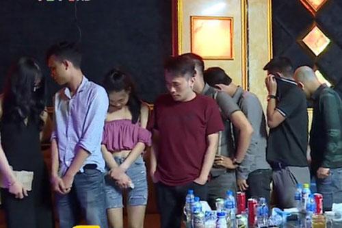 Các đối tượng sử dụng ma túy trong quán karaoke bị bắt giữ.