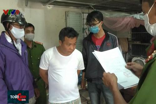 Lực lượng công an bắt giữ đối tượng Trương Thanh Bình.