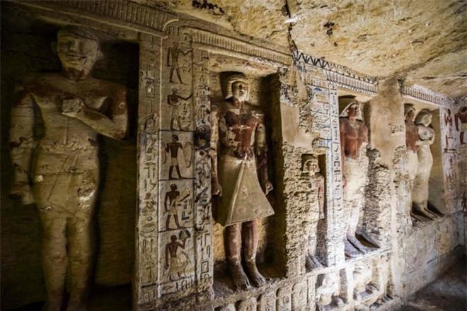 Bên trong ngôi mộ 4.400 tuổi vừa được phát hiện ở Ai Cập - Ảnh 2.