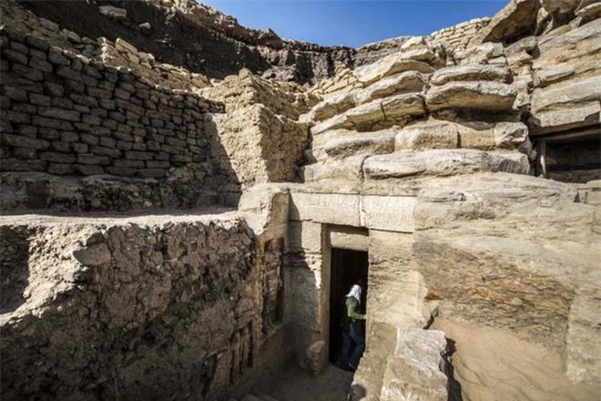 Bên trong ngôi mộ 4.400 tuổi vừa được phát hiện ở Ai Cập - Ảnh 9.