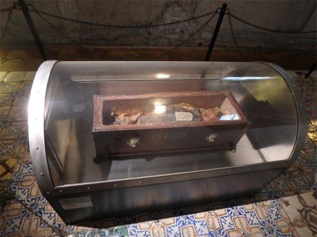 Bí ẩn xác ướp bé gái gần trăm năm vẫn nguyên vẹn như đang ngủ, thỉnh thoảng lại chớp mắt - 3