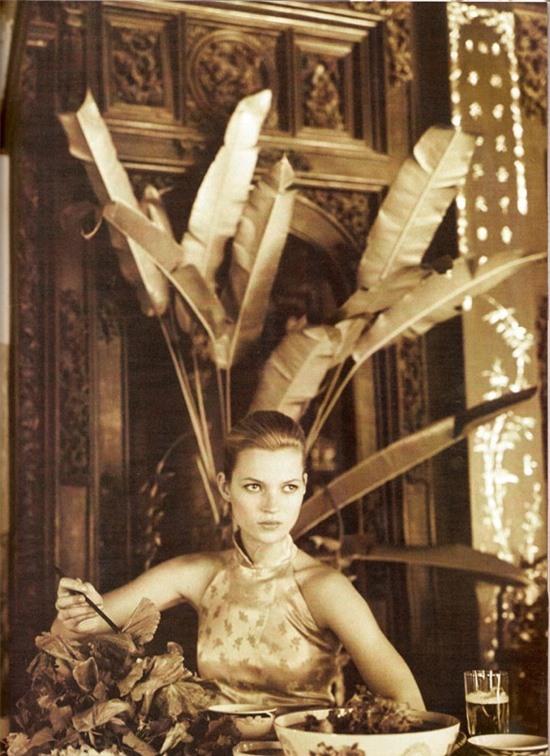 Bộ ảnh siêu mẫu thế giới Kate Moss chụp tại Việt Nam 24 năm trước bất ngờ 'gây sốt' trở lại 3