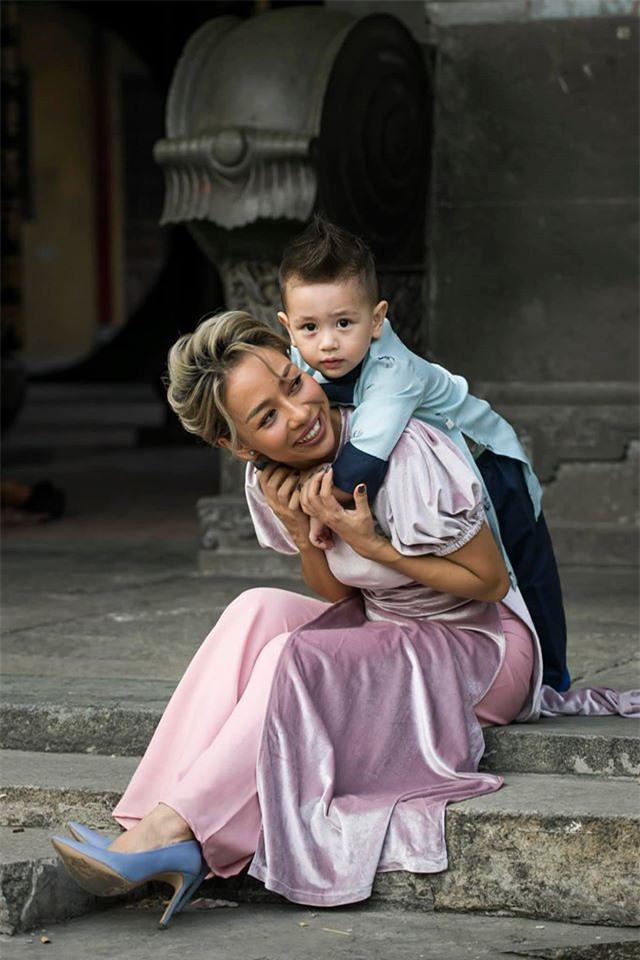 Cuộc sống làm mẹ đơn thân của Thảo Trang xấu lạ như thế nào? - Ảnh 1.