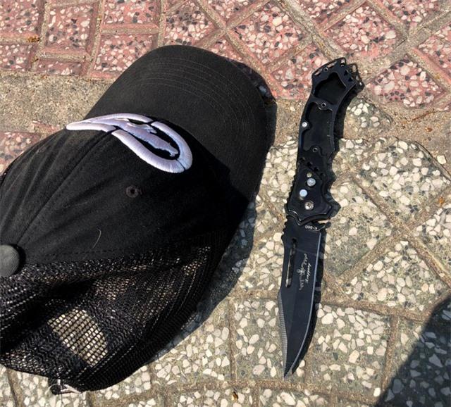 Thiếu niên giật điện thoại, cầm dao tấn công vợ chồng người Pháp - 2