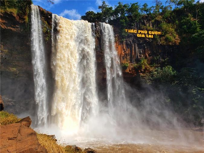 Thác Phú Cường, dải lụa của núi rừng Gia Lai