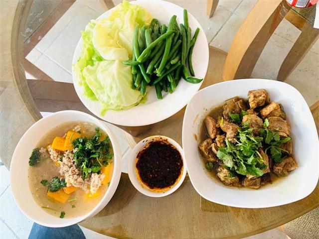 Thanh Thảo, Ngọc Anh 3A chăm vào bếp nấu món ăn Việt Nam trên đất Mỹ những ngày tránh dịch Covid-19 - Ảnh 1.