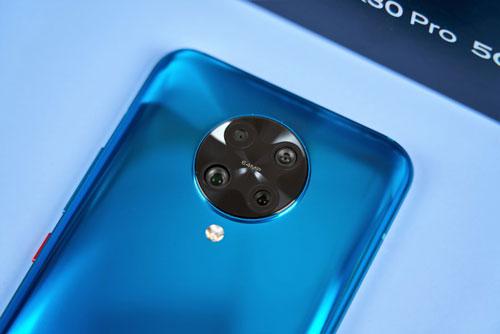 Xiaomi Redmi K30 Pro có 4 camera sau. Cảm biến chính 64 MP, khẩu độ f/1.7 cho khả năng lấy nét theo pha, chống rung quang học (OIS). Ống kính tele 5 MP mang tới khả năng zoom quang học 2x, Cảm biến thứ ba 13 MP cho góc rộng 123 độ và cảm biến chiều sâu 2 MP. Máy có khả năng quay video 8K tốc độ 30 khung hình/giây hoặc Full HD tốc độ 960 khung hình/giây.