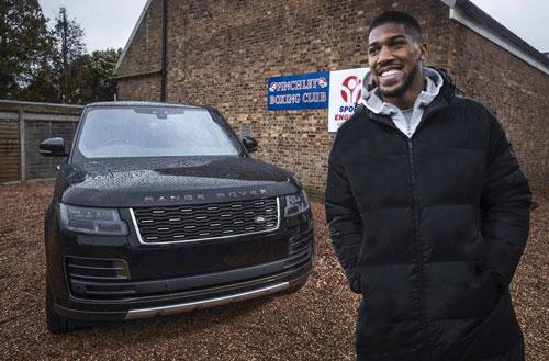Võ sĩ Joshua vừa xác nhận chi tiết về cuộc thách đấu tiếp theo của anh với đối thủ người Bunga-ri Kubrat Pulev tại sân vận động Tottenham Hotspur ở London vào ngày 20/6. Và anh sẽ xuất hiện cùng chiếc Range Rover SVAutobiography đặc biệt này.