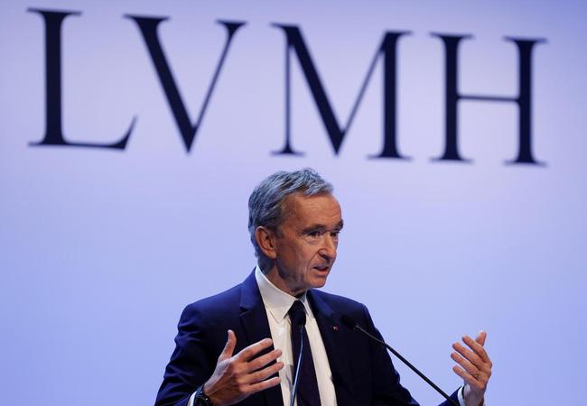 Ông chủ LVMH Bernard Arnault hiện giàu nhất châu Âu. (Ảnh: Reuters)