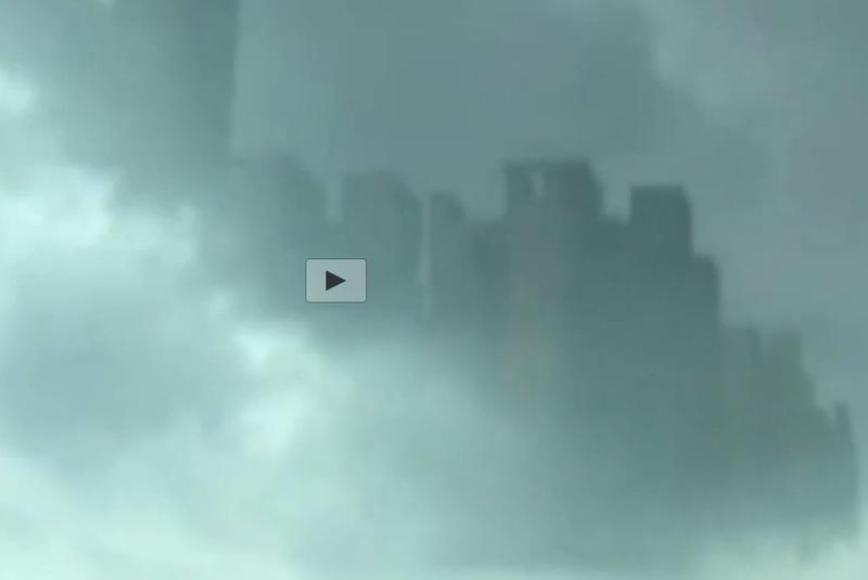 Hình ảnh thành phố kỳ lạ ẩn hiện sau những đám mây. Ảnh cắt từ clip.