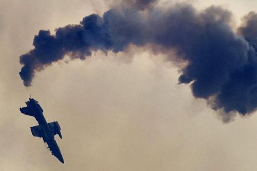 Một máy bay huấn luyện phản lực L-39 của Nga đã bị rơi gây hậu quả nghiêm trọng. Ảnh: TASS.