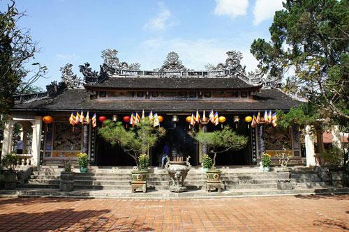 Khi đến Huế bạn phải đến thăm chùa Từ Hiếu - một trong những ngôi cổ tự có nhiều điển tích của đất cố đô