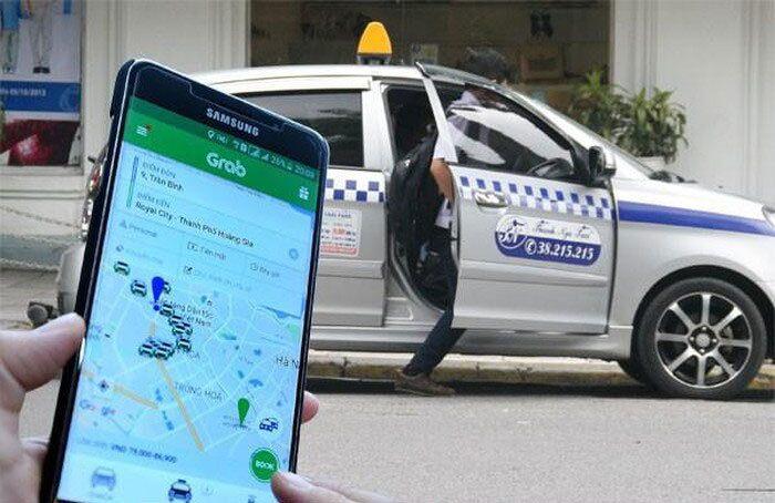 Từ 18h ngày 27/3, TP.HCM tạm dừng dịch vụ đặt xe công nghệ, xe khách liên tỉnh