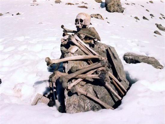 Điều khủng khiếp gì khiến hồ Roopkund có đến 800 bộ xương người? - ảnh 2