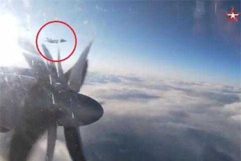 F-35 chi dua duoc MiG-31 vao tam ngam trong tam nhin