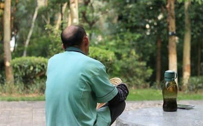 Ông Lao Zhang (65 tuổi) cảm thấy vô cùng cô đơn và buồn chán sau khi người vợ của mình qua đời. (Ảnh minh họa)