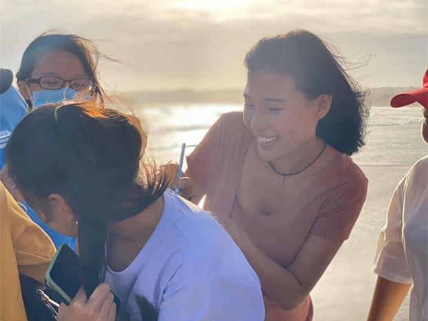 Nụ cười rạng rỡ và vô cùng thân thiện của Thúy Diễm khi giao lưu cùng người hâm mộ.