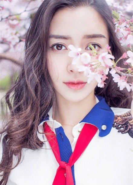 Sao nữ xứ Trung bên hoa đào: Dương Mịch khí chất, Angelababy như công chúa - Ảnh 2.