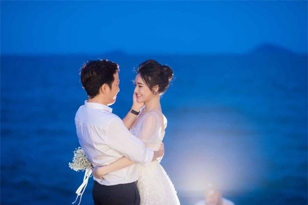 Trường Giang - Nhã Phương tung trọn bộ ảnh lãng mạn trong lễ đính hôn bí mật trên bãi biển sau hơn 1 năm về chung một nhà - Ảnh 5.