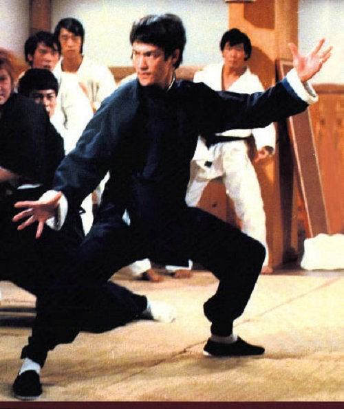 Lý Tiểu Long dùng chiêu 'gậy ông đập lưng ông' để chiến thắng đối thủ
