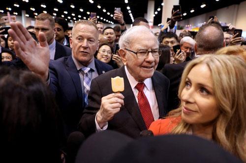 Warren Buffett là tỷ phú giàu thứ 3 thế giới, ông được Forbes vinh danh là nhà đầu tư thành công nhất mọi thời đại và đang sở hữu khối tài sản gần 90 tỷ USD. Suốt hơn 60 năm qua, dù tài sản liên tục tăng lên, vị tỷ phú này vẫn không đổi nhà. Ảnh: Reuters.