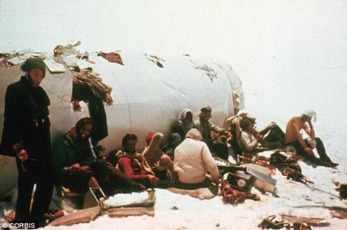 Máy bay chở 45 người, nhưng chỉ 16 người đánh bại thần chết sau 72 ngày xảy ra tai nạn.