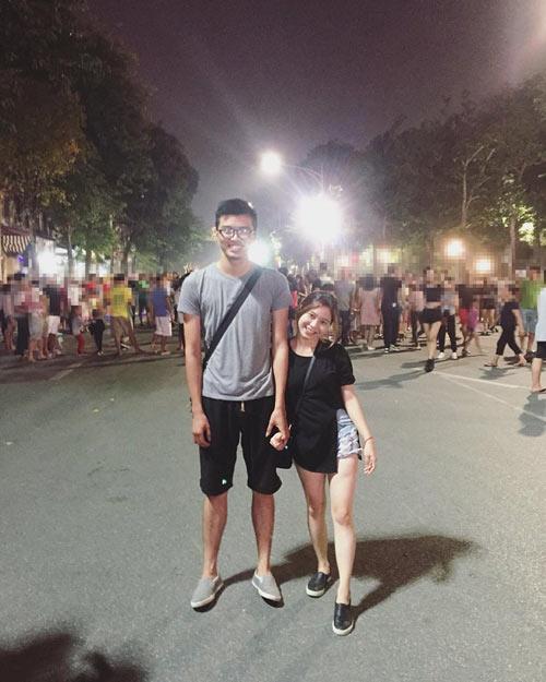 Cô nàng Lê Hà đứng bên cạnh người yêu cao hơn mình 35cm.