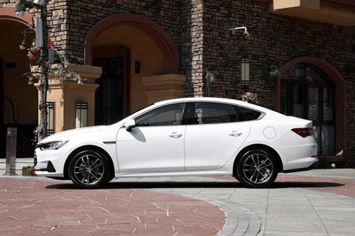 Xe sedan dùng động cơ tăng áp, giá gần 400 triệu