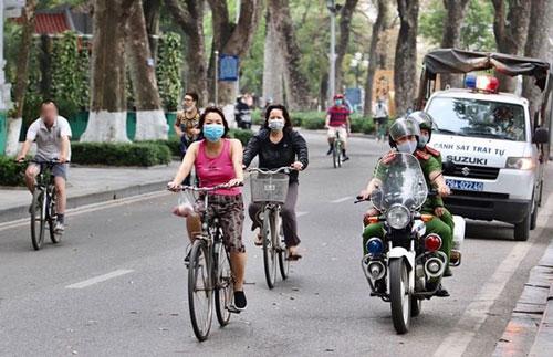 Hà Nội: Đi tập thể dục không đeo khẩu trang, 4 người bị mời lên phường