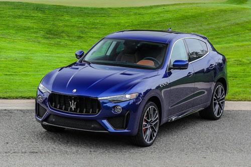 9. Maserati Levante Trofeo. Nhờ được trang bị động cơ V8 tăng áp kép dung tích 3,8 lít nên Levante Trofeo có công suất tối đa 590 mã lực, mô-men xoắn 729 Nm. Thời gian tăng tốc từ 0-96 km/h trong 3,6 giây, tốc độ tối đa 304 km/h.