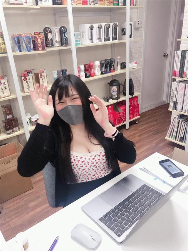 Bị chụp trộm khoảnh khắc tập trung làm việc, hot girl bất ngờ được cộng đồng mạng chú ý, lũ lượt xin info - Ảnh 5.