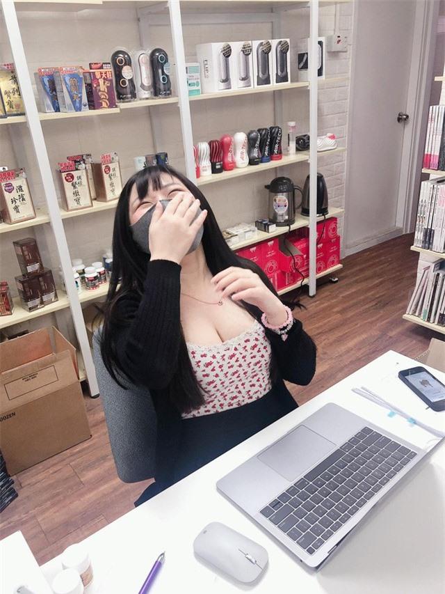 Bị chụp trộm khoảnh khắc tập trung làm việc, hot girl bất ngờ được cộng đồng mạng chú ý, lũ lượt xin info - Ảnh 6.