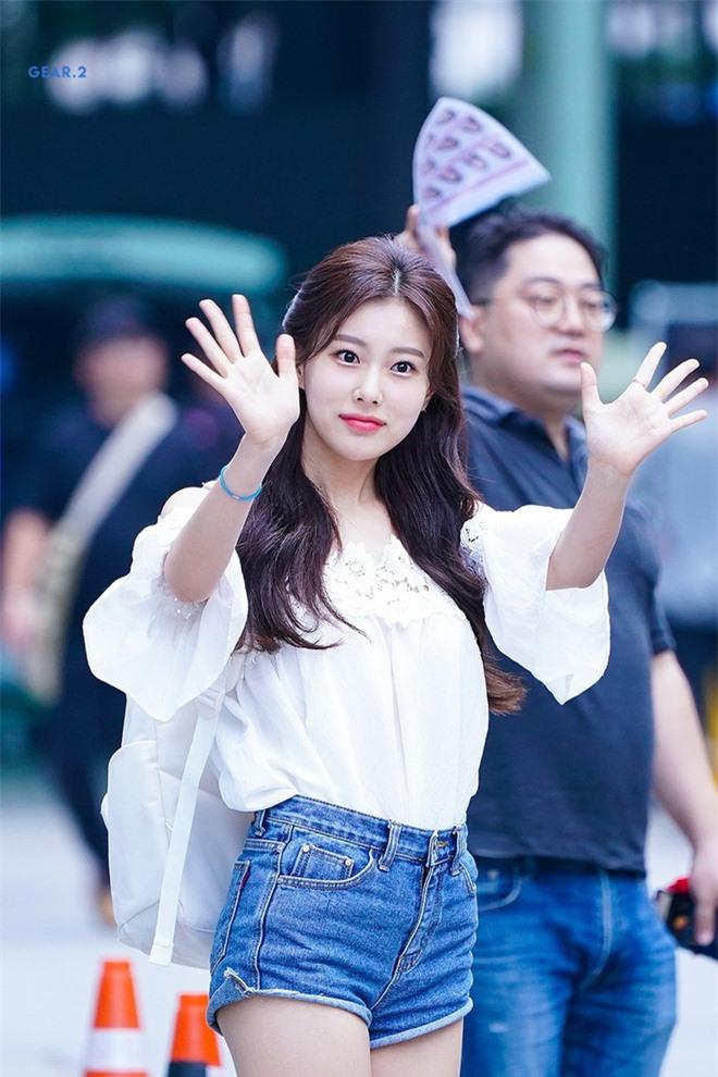 Dàn mỹ nhân Kpop khi diện quần jeans áo trắng: Thước đo nhan sắc chuẩn là đây, một mỹ nhân nhờ vậy mà bỗng nổi sau 1 đêm - Ảnh 18.