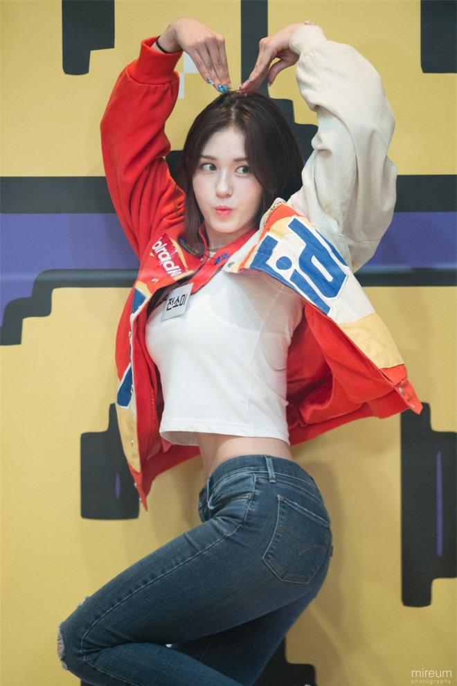 Dàn mỹ nhân Kpop khi diện quần jeans áo trắng: Thước đo nhan sắc chuẩn là đây, một mỹ nhân nhờ vậy mà bỗng nổi sau 1 đêm - Ảnh 25.