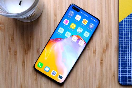 Huawei P40 Pro được trang bị tấm nền màn hình OLED kích thước 6,58 inch, độ phân giải Full HD Plus (2.640x1.200 pixel), mật độ điểm ảnh 441 ppi, tích hợp dải màu DCI-P3, công nghệ HDR10 +, tần số quét 90 Hz.
