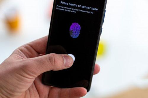 Cảm biến vân tay quang học dưới màn hình.