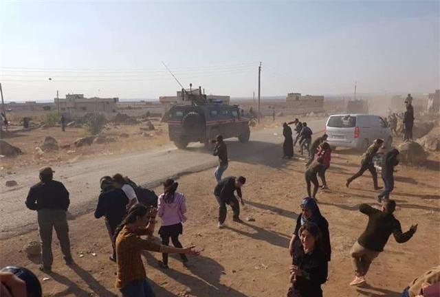 QĐ Syria sẽ giáng đòn sấm sét xuống đầu phiến quân nếu không rút khỏi cao tốc M4? - Ảnh 2.