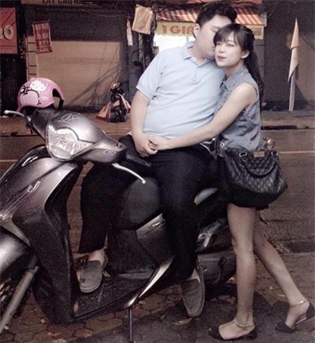 tan-chay-voi-chuyen-tinh-ga-bong-cua-cap-doi-dua-lech-gay-sot-mang-xa-hoi-3-phunutoday.vn