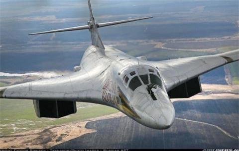 Tap chi My chi nhuoc diem cua may bay nem bom Tu-160