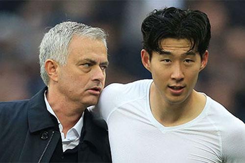 HLV Mourinho ̣̣̣(trái).