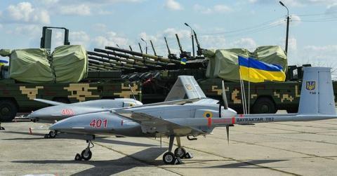 Quân đội Ukraine tiếp nhận Bayraktar TB2.