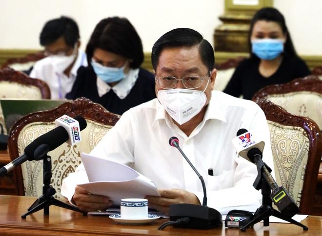 Ông Nguyễn Tấn Bỉnh, Giám đốc Sở Y tế TP.HCM cho biết sức khoẻ 42 trường hợp nhiễm Covid-19 đang tiến triển tốt. Ảnh: Trung tâm báo chí TP.HCM.