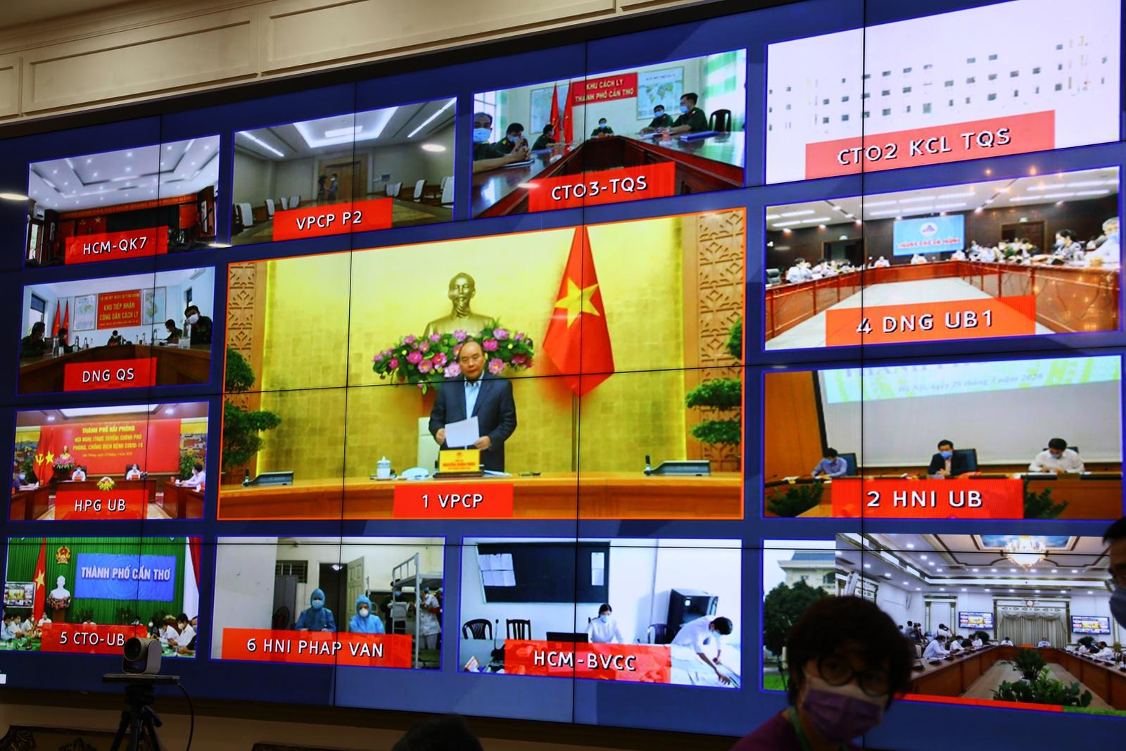 Thủ tướng Nguyễn Xuân Phúc chủ trì buổi thị sát trực tuyến.