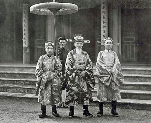 Thượng thư Bộ Hình Tôn Thất Đàn (ở giữa). Ảnh tư liệu.