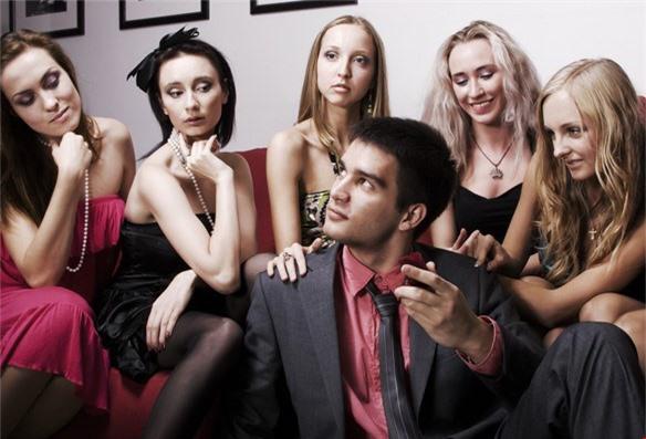 5 mẫu đàn ông dễ làm khổ vợ, phụ nữ cần suy nghĩ thật kỹ nếu có ý định kết hôn - Ảnh 5.