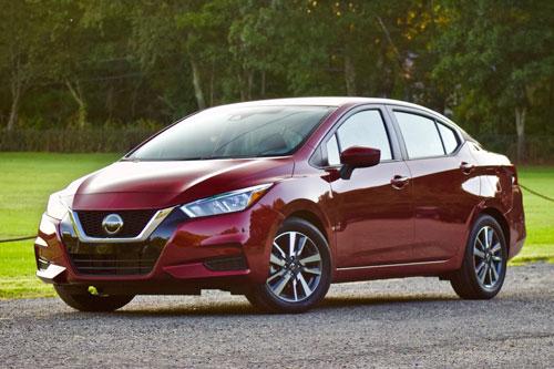=6. Nissan Versa 2020 (mức tiêu hao nhiên liệu ở đường hỗn hợp: 8,1 lít/100 km).