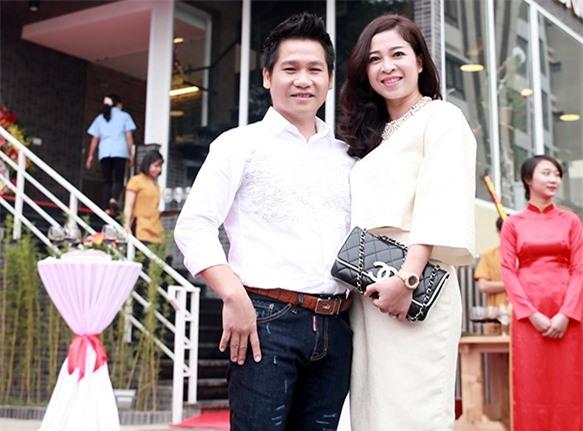 Chân dung người vợ xinh đẹp ít được lên sóng của danh ca nhạc đỏ Trọng Tấn 5