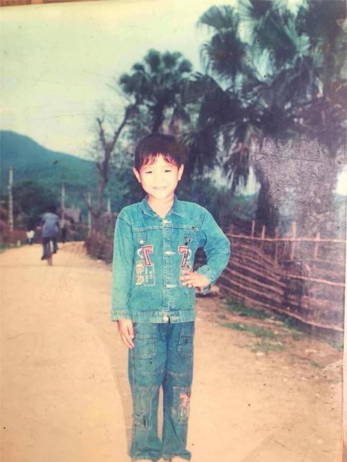 Hà Đức Chinh cũng khiến người hâm mộ bất ngờ vì bức ảnh hồi thơ ấu.