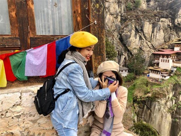 Ốc Thanh Vân chia sẻ clip chuyến đi tới miền hạnh phúc với Mai Phương: Lúc cầu nguyện, nước mắt rơi không ngừng em ơi - Ảnh 6.